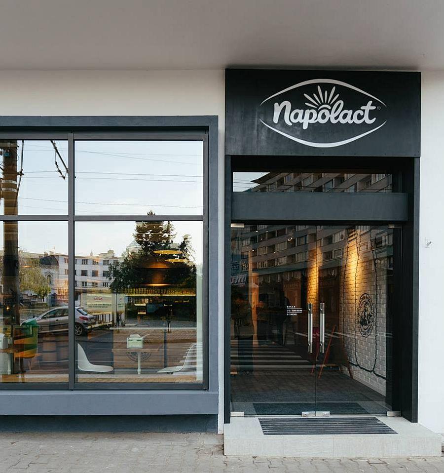 adelaparvu.com despre magazin Napolat Cluj Napoca, design Cosmin Todor (3)