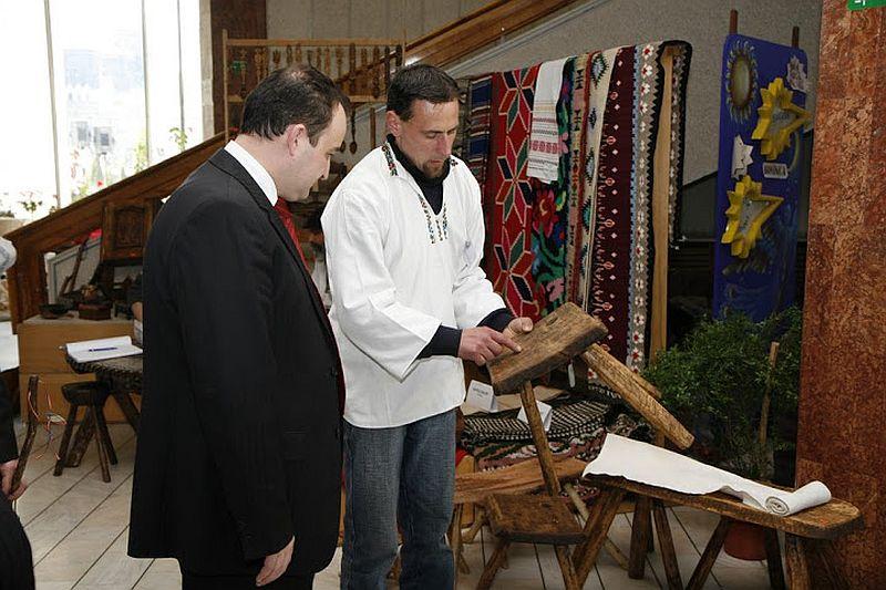 adelaparvu.com despre mesteri romani Nucu Benta si Codrin Benta din Falticeni, mobila din lemn traditionala si obiecte din lemn scuptate traditional, Romanian craftsmen (1)