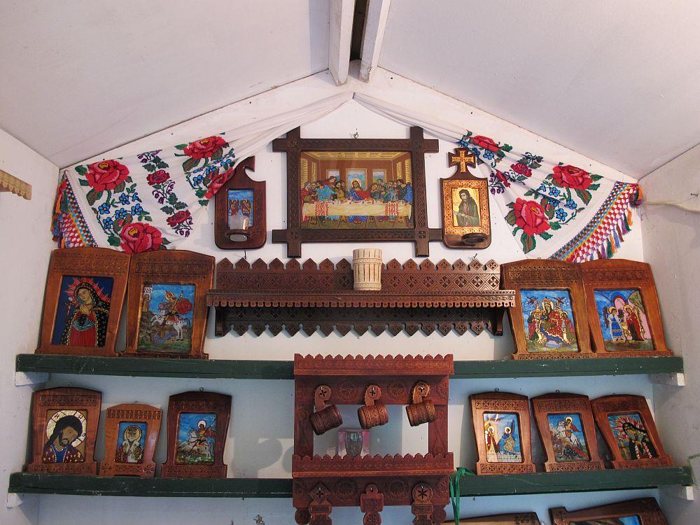 adelaparvu.com despre mobila traditional romaneasca si icoane pe sticla mesteri populari Gheorghe Mateescu si Elena Mateescu, Curtea de Arges Romania (30)
