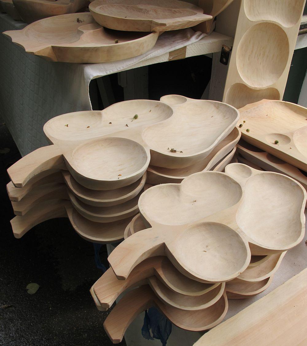 adelaparvu.com despre obiecte cioplite in lemn de familia Lepadatu Baneni Valcea, obiecte de bucatarie si tabure traditionale din lemn (10)