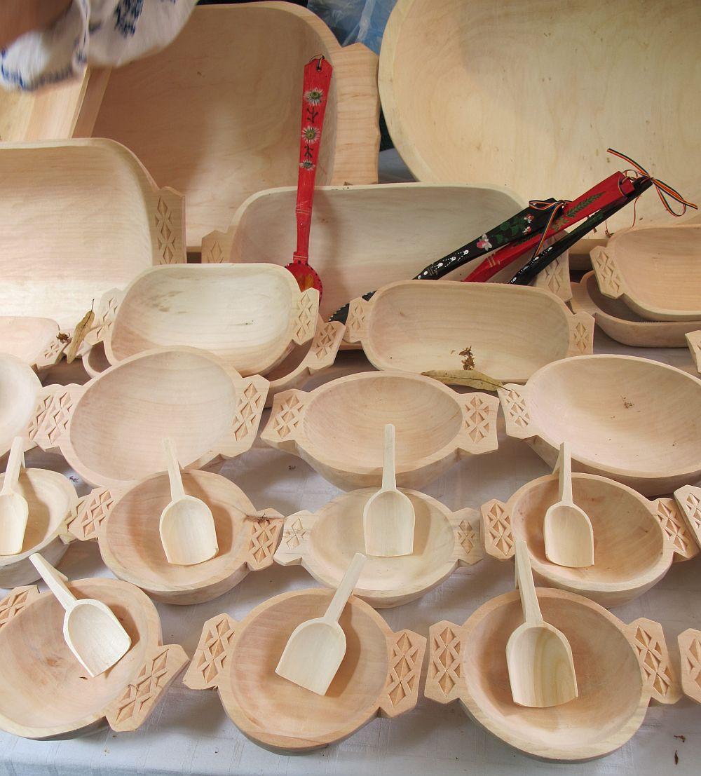 adelaparvu.com despre obiecte cioplite in lemn de familia Lepadatu Baneni Valcea, obiecte de bucatarie si tabure traditionale din lemn (13)