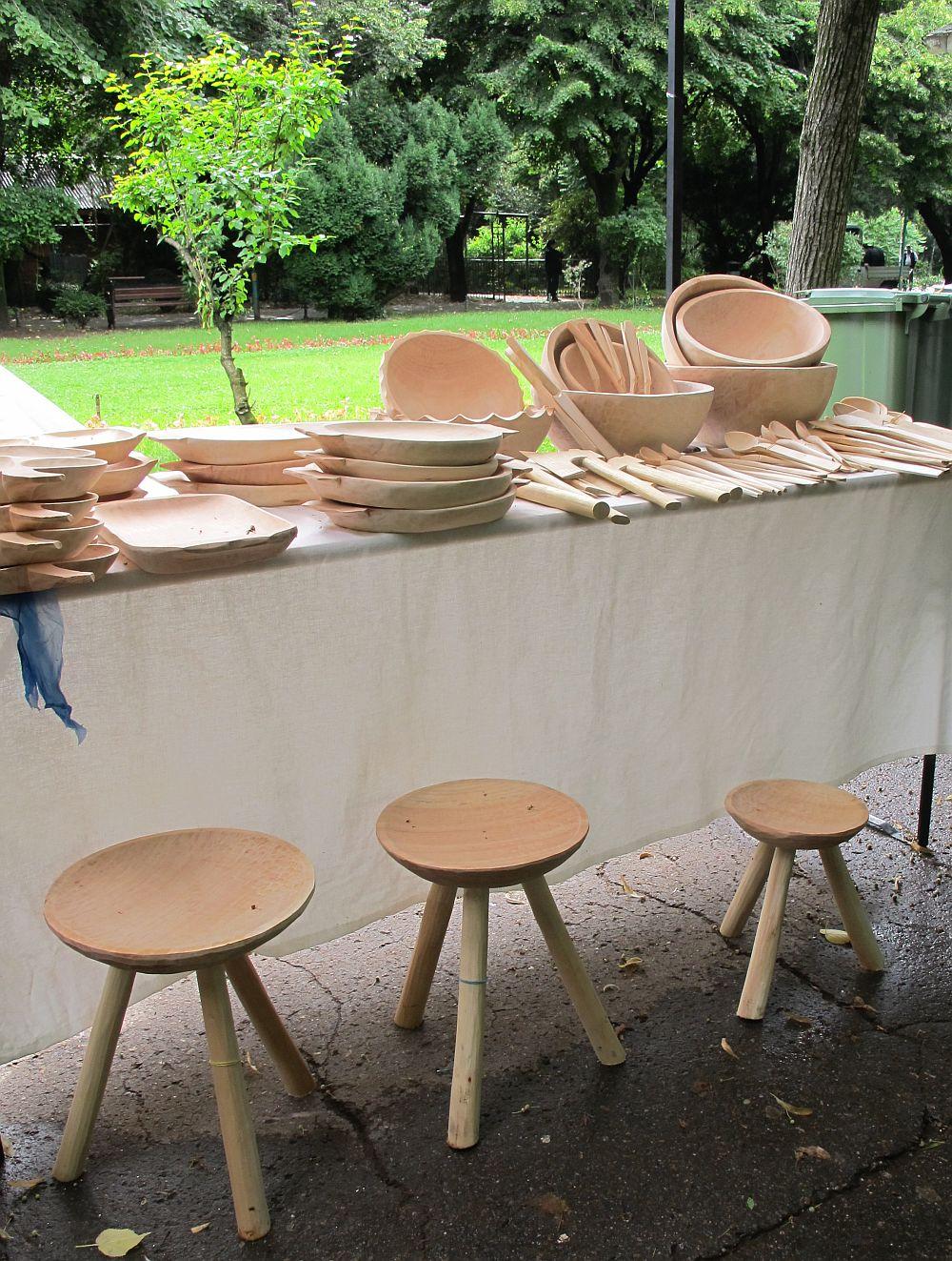 adelaparvu.com despre obiecte cioplite in lemn de familia Lepadatu Baneni Valcea, obiecte de bucatarie si tabure traditionale din lemn (16)