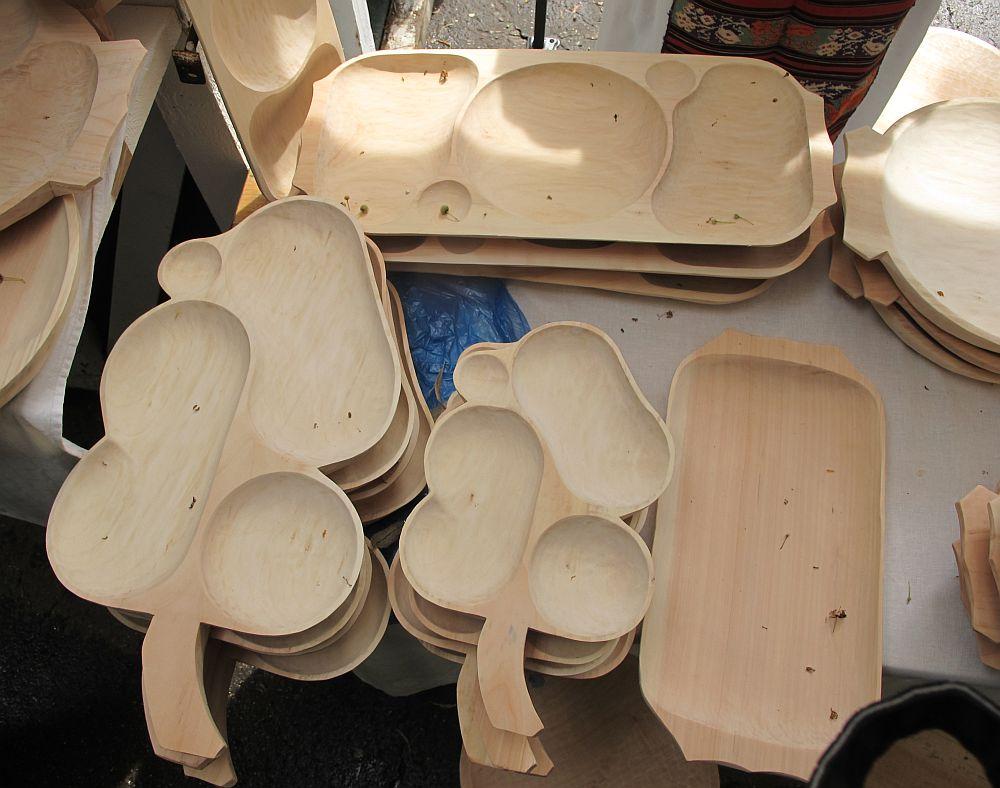 adelaparvu.com despre obiecte cioplite in lemn de familia Lepadatu Baneni Valcea, obiecte de bucatarie si tabure traditionale din lemn (18)