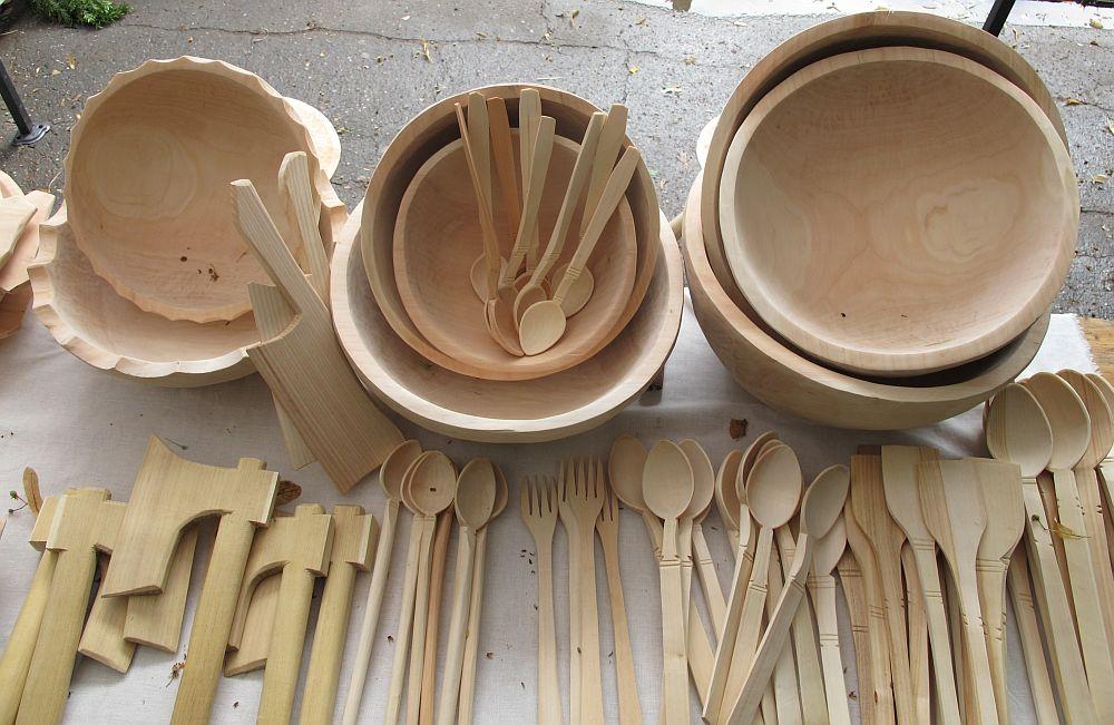 adelaparvu.com despre obiecte cioplite in lemn de familia Lepadatu Baneni Valcea, obiecte de bucatarie si tabure traditionale din lemn (9)