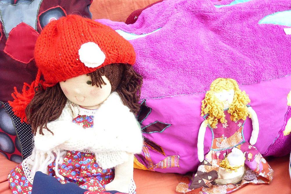 adelaparvu.com despre papusi din textile si perne create de Melinda Kolcsar, text Irina Anghel (5)
