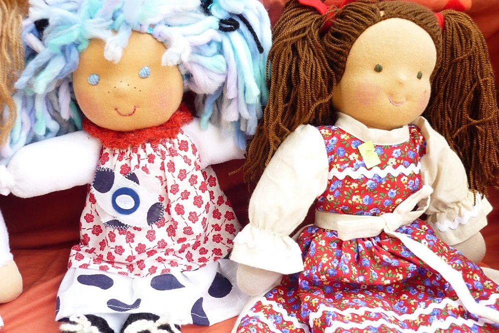 adelaparvu.com despre papusi din textile si perne create de Melinda Kolcsar, text Irina Anghel (7)
