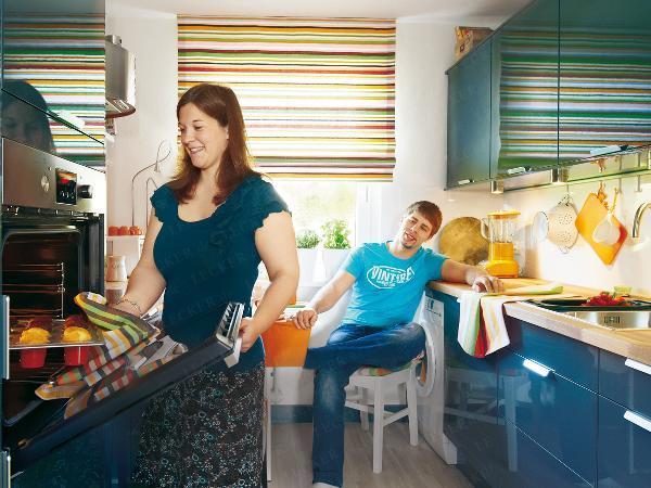 adelaparvu.com despre reamenajare bucatarie de bloc, bucatarie albastra cu loc pentru masina de spalat (2)