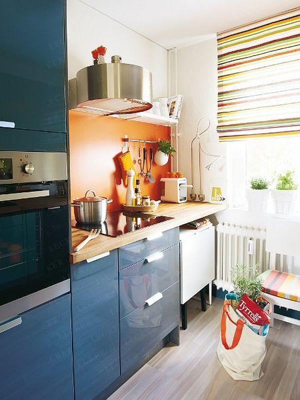 adelaparvu.com despre reamenajare bucatarie de bloc, bucatarie albastra cu loc pentru masina de spalat (4)
