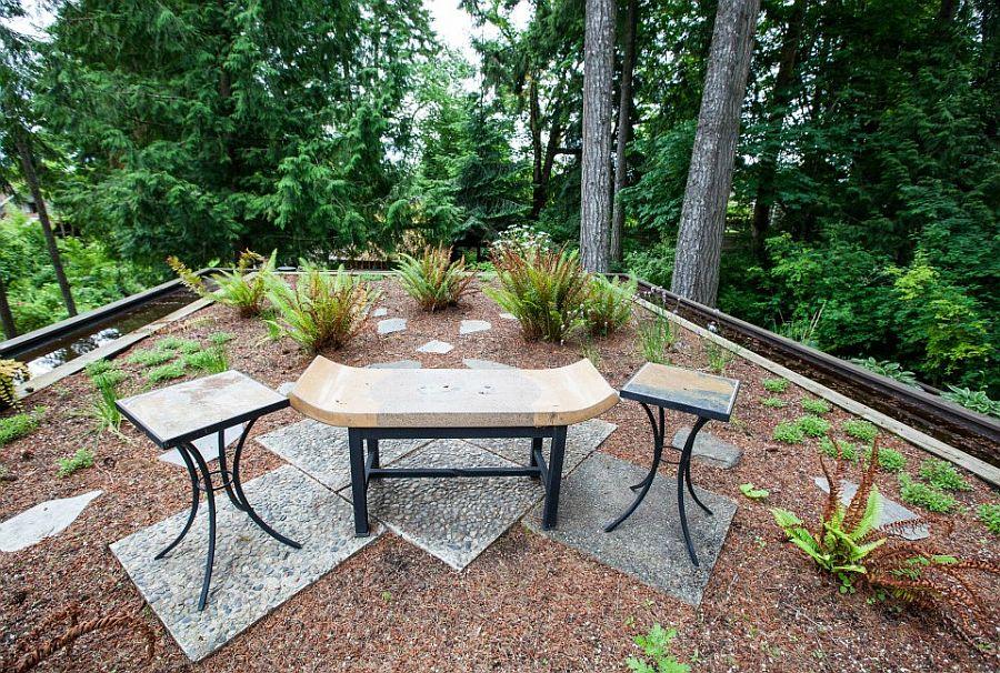 adelaparvu.com despre casa mica cu acoperis din plante, casa in stil japonez, design David Coulson, Foto Debra Brash (12)