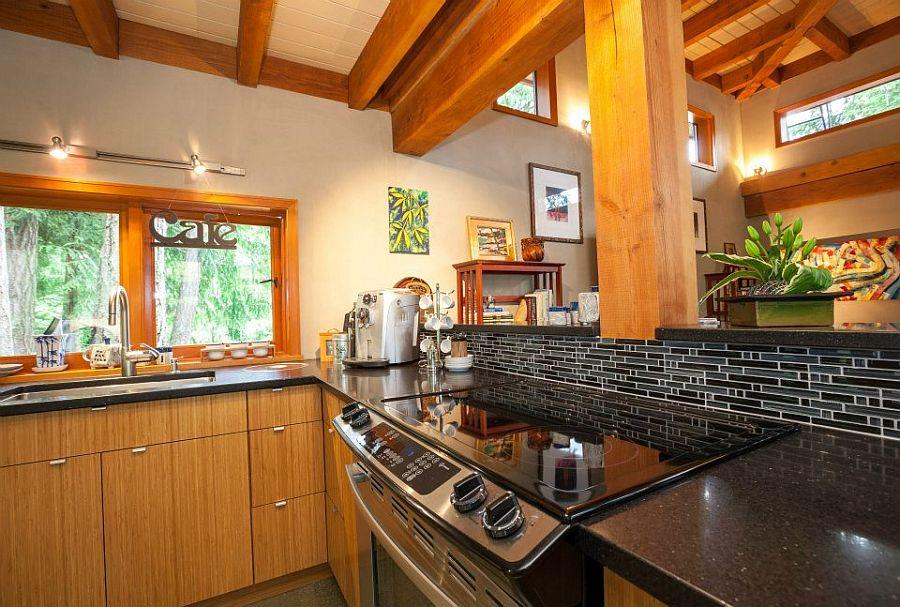 adelaparvu.com despre casa mica cu acoperis din plante, casa in stil japonez, design David Coulson, Foto Debra Brash (13)