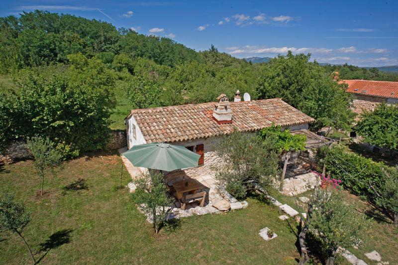adelaparvu.com despre casa mica din piatra, casa de vacanta, casa Mia Istria, Croatia (1)
