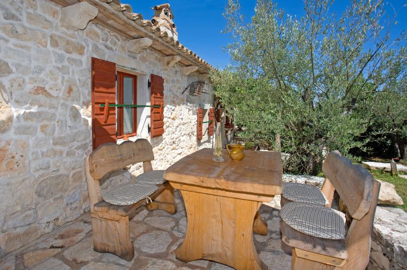 adelaparvu.com despre casa mica din piatra, casa de vacanta, casa Mia Istria, Croatia (11)