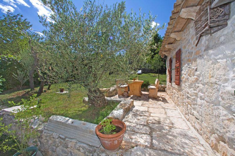 adelaparvu.com despre casa mica din piatra, casa de vacanta, casa Mia Istria, Croatia (12)