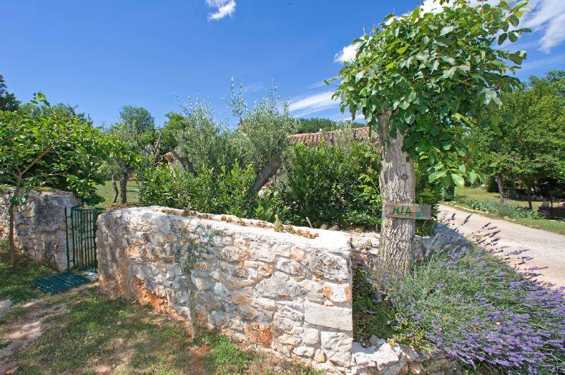 adelaparvu.com despre casa mica din piatra, casa de vacanta, casa Mia Istria, Croatia (13)
