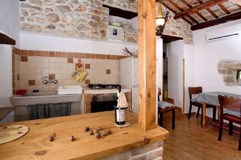 adelaparvu.com despre casa mica din piatra, casa de vacanta, casa Mia Istria, Croatia (16)