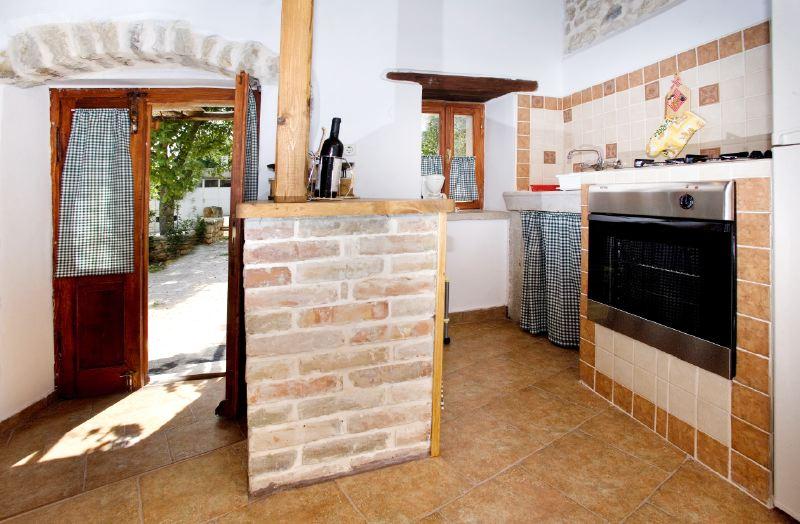 adelaparvu.com despre casa mica din piatra, casa de vacanta, casa Mia Istria, Croatia (18)