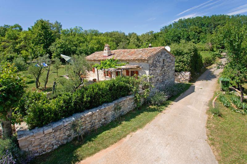 adelaparvu.com despre casa mica din piatra, casa de vacanta, casa Mia Istria, Croatia (2)