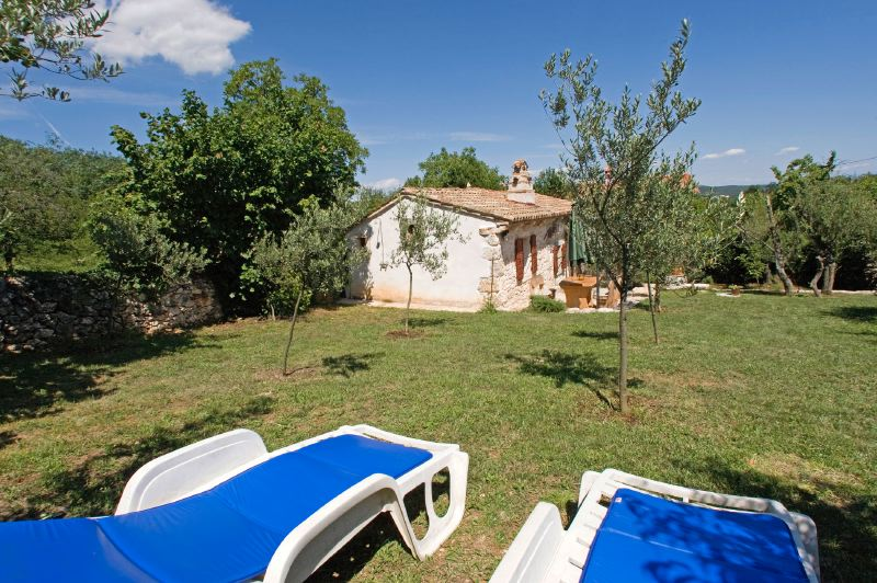 adelaparvu.com despre casa mica din piatra, casa de vacanta, casa Mia Istria, Croatia (4)