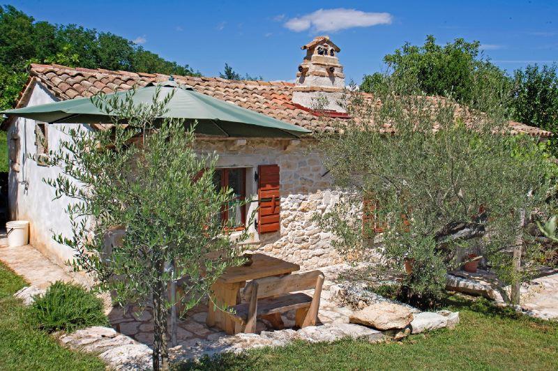 adelaparvu.com despre casa mica din piatra, casa de vacanta, casa Mia Istria, Croatia (5)