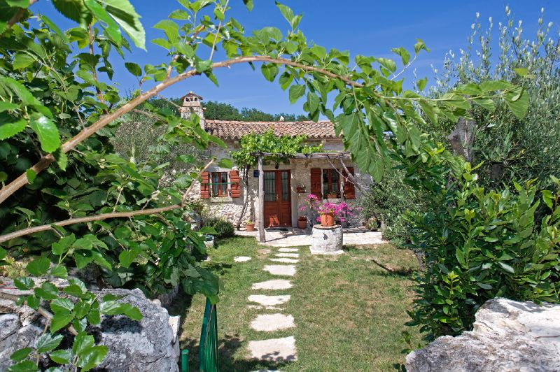 adelaparvu.com despre casa mica din piatra, casa de vacanta, casa Mia Istria, Croatia (6)