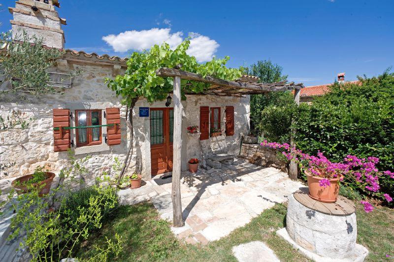 adelaparvu.com despre casa mica din piatra, casa de vacanta, casa Mia Istria, Croatia (8)