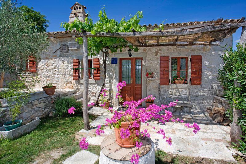 adelaparvu.com despre casa mica din piatra, casa de vacanta, casa Mia Istria, Croatia (9)