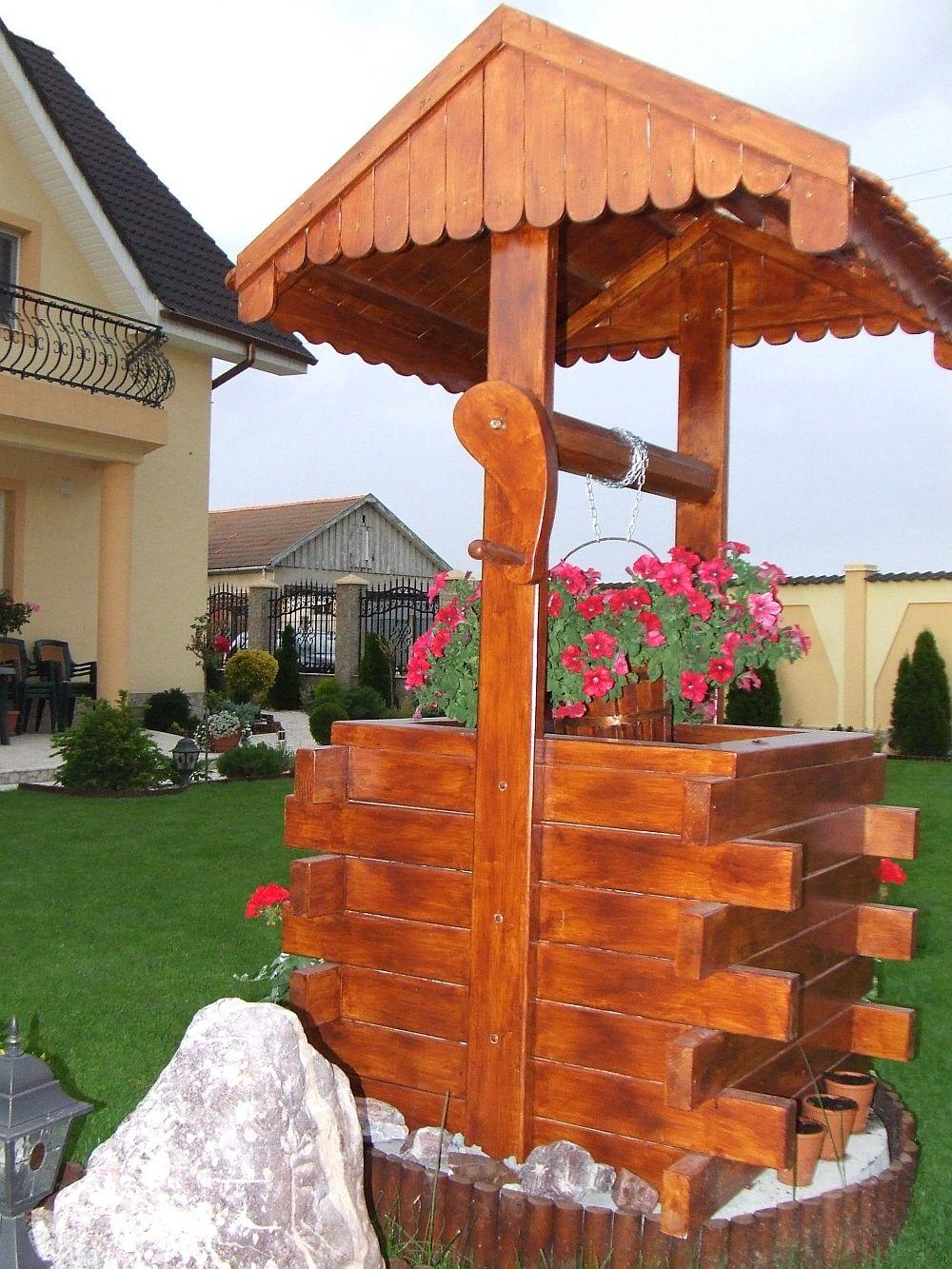adelaparvu.com despre fantani decorative din lemn, masti pentru fantani, design Rustic Design, Oradea (2)