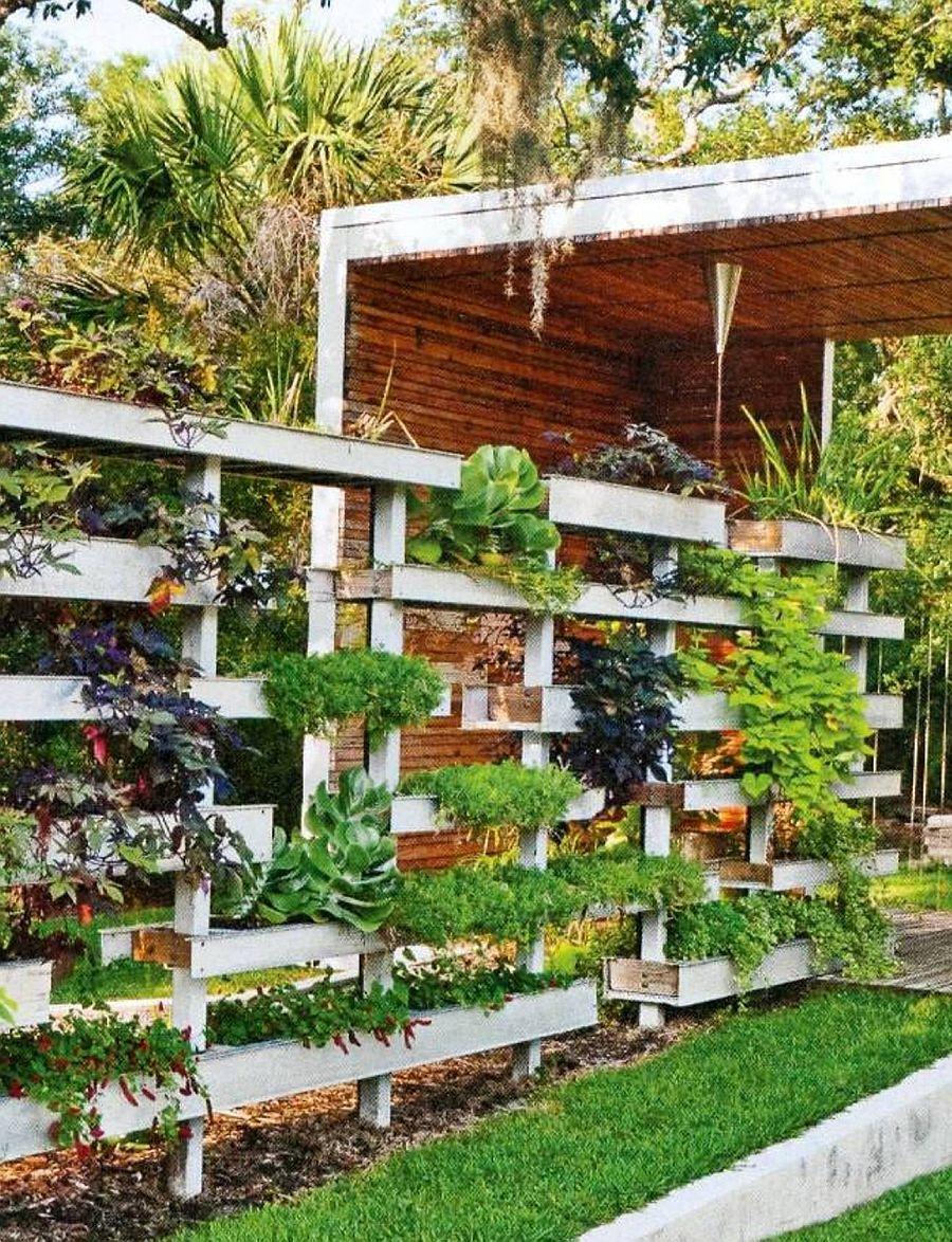 adelaparvu.com despre garduri cu loc pentru plante si rafturi verticale cu plante (10)