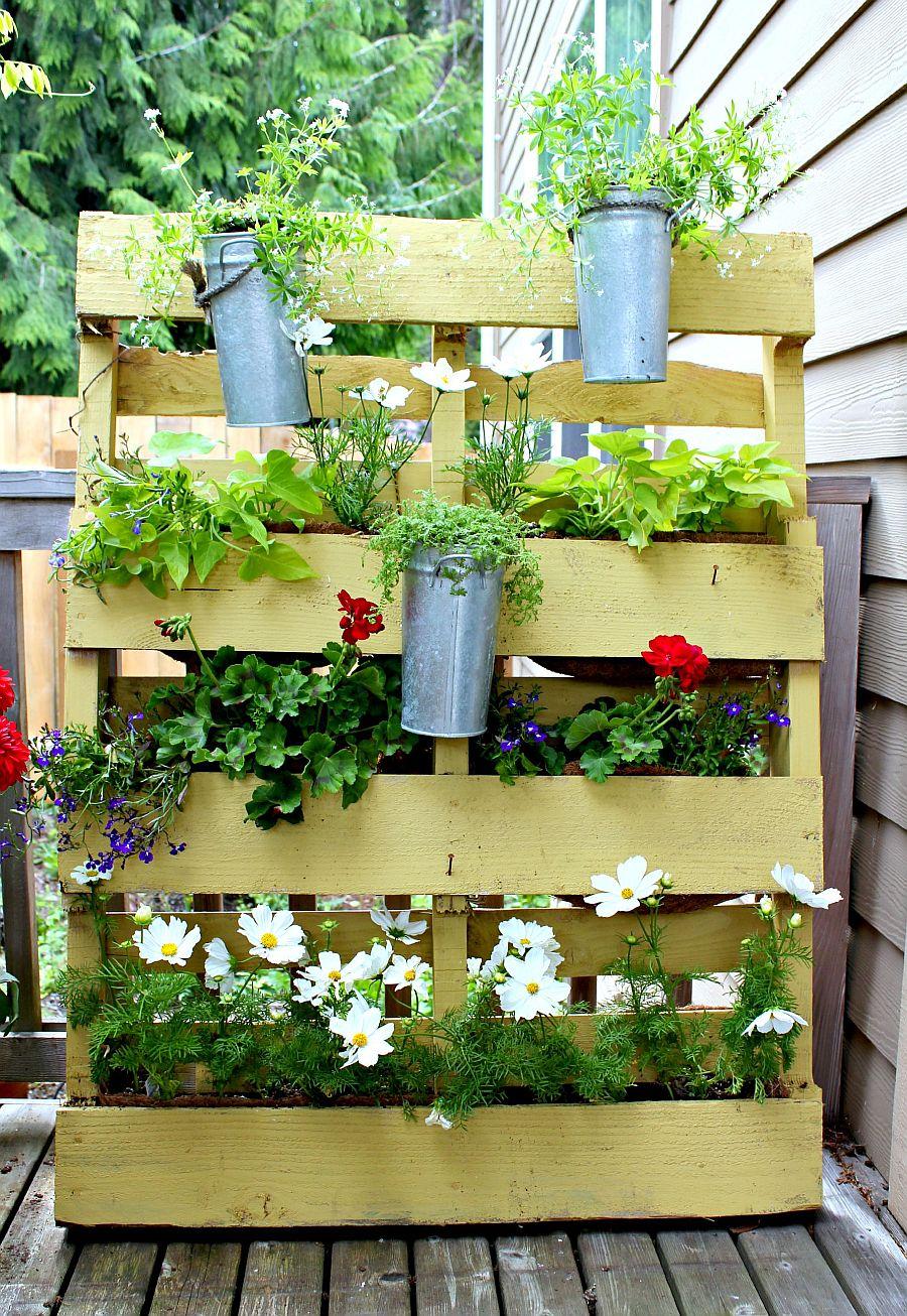 adelaparvu.com despre garduri cu loc pentru plante si rafturi verticale cu plante (2)