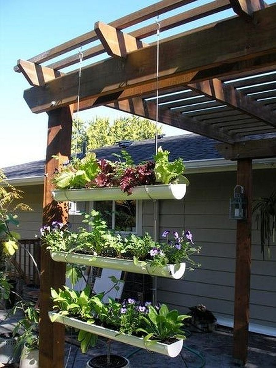 adelaparvu.com despre garduri cu loc pentru plante si rafturi verticale cu plante (5)