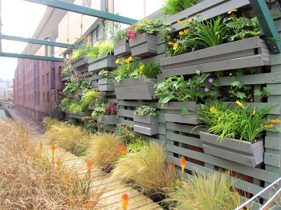 adelaparvu.com despre garduri cu loc pentru plante si rafturi verticale cu plante (6)