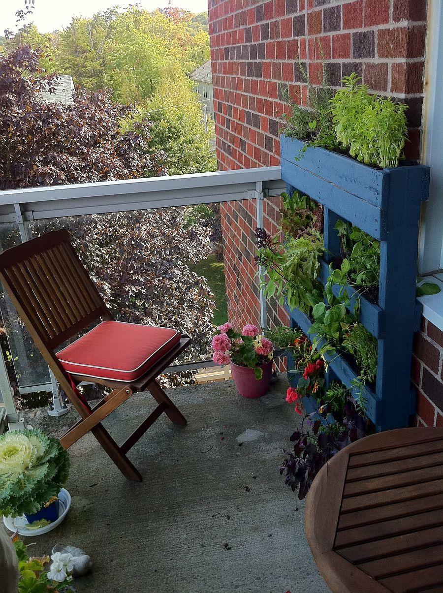 adelaparvu.com despre garduri cu loc pentru plante si rafturi verticale cu plante (7)
