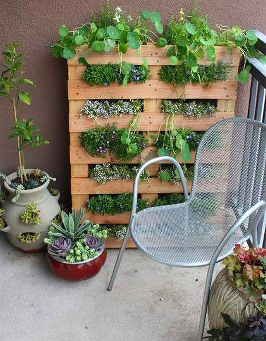 adelaparvu.com despre garduri cu loc pentru plante si rafturi verticale cu plante (8)