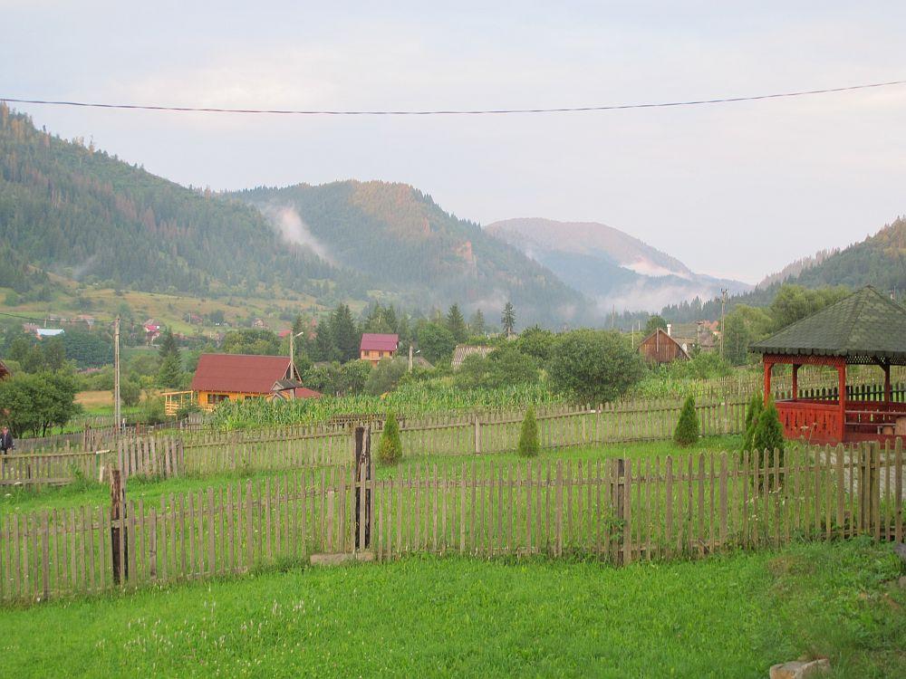 adelaparvu.com despre gradina la munte, gradina cu flori si legume (2)