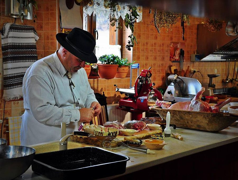 Ion Baciu la bucatarie