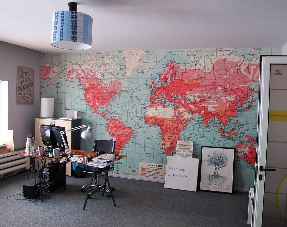 La GAP Art unul dintre birouri este personalizat cu un tip special de fototapet ( o harta marita)