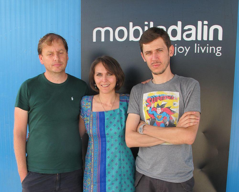 Alaturi de Dan Cotoi si designerul Mihai Grama (dreapta)