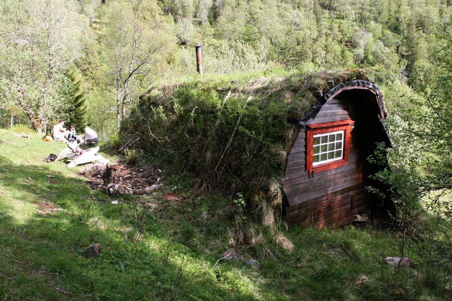 adelaparvu.com despre cabana de munte cu acoperis verde construita de studentii NTNU, cabana Holvasgamma Norvegia (6)