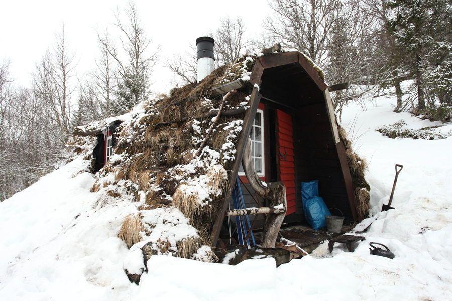 adelaparvu.com despre cabana de munte cu acoperis verde construita de studentii NTNU, cabana Holvasgamma Norvegia (7)