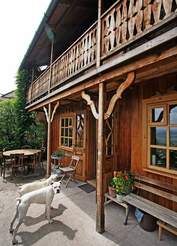 adelaparvu.com despre casa din lemn renovata, Willa Bajka Lanckorona, Polonia, design interior Joa si Arthur Trojanowscy  (1)