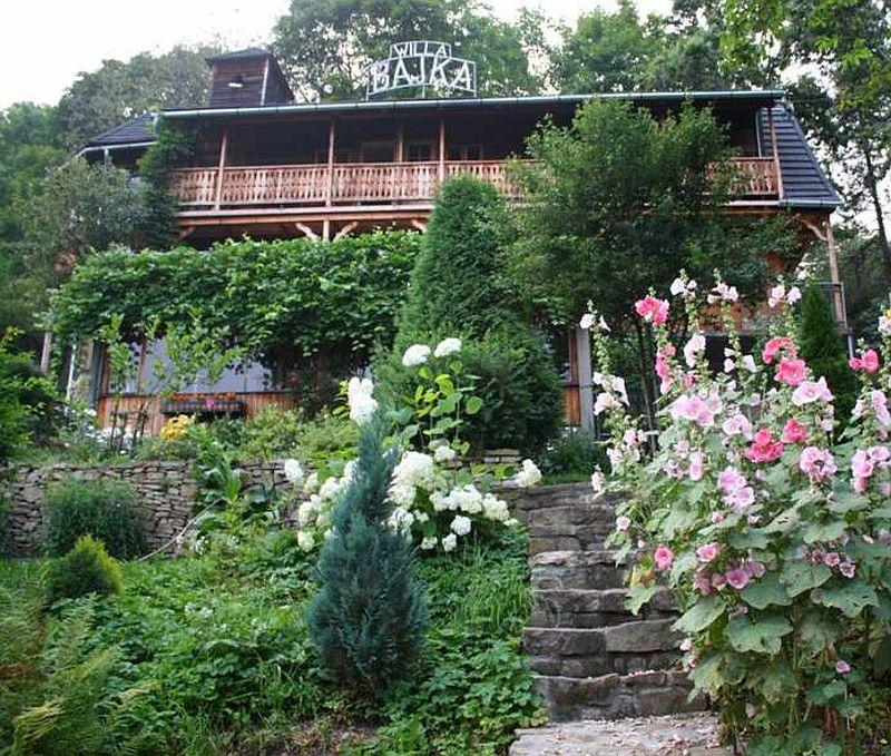 adelaparvu.com despre casa din lemn renovata, Willa Bajka Lanckorona, Polonia, design interior Joa si Arthur Trojanowscy  (2)