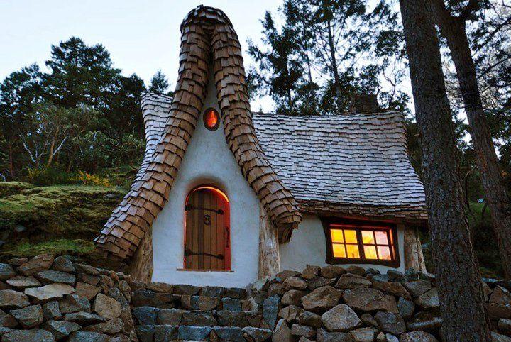 adelaparvu.com despre casuta de poveste, The Winckler, Victoria, Canada, design Lindcroft (10)