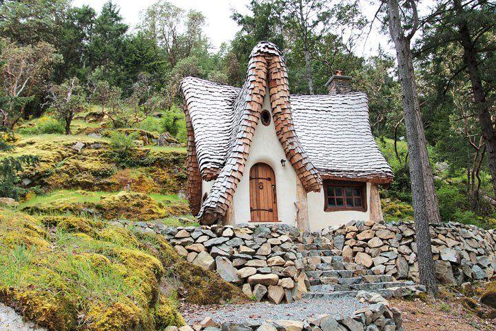 adelaparvu.com despre casuta de poveste, The Winckler, Victoria, Canada, design Lindcroft (15)