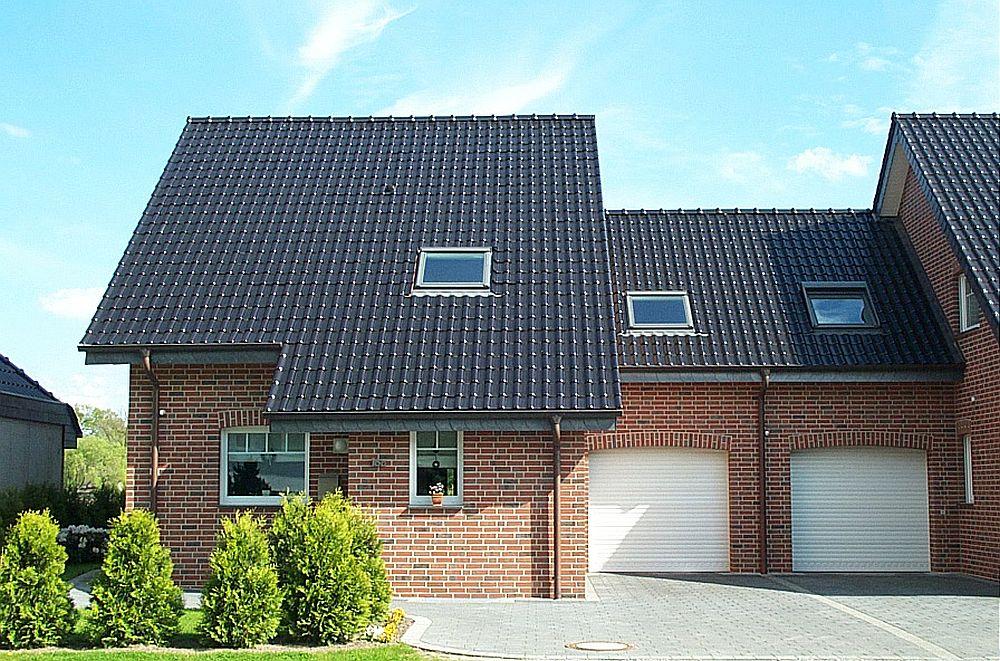 adelaparvu.com despre cat te costa repararea acoperisului, casa pentru familie, Foto Erlus