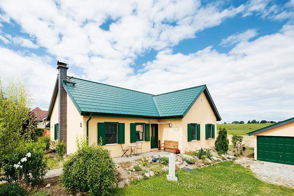 adelaparvu.com despre cat te costa repararea acoperisului, casa pentru familie, Foto Prefa