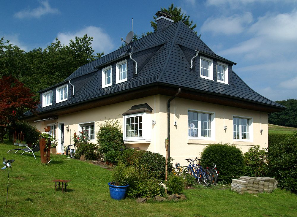 adelaparvu.com despre cat te costa repararea acoperisului, casa pentru familie, Foto Prefa (5)