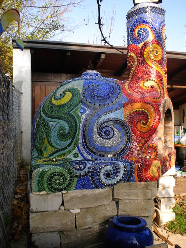 adelaparvu.com despre cuptor de paine in gradina decorat cu mozaic, artist Frances Green (10)