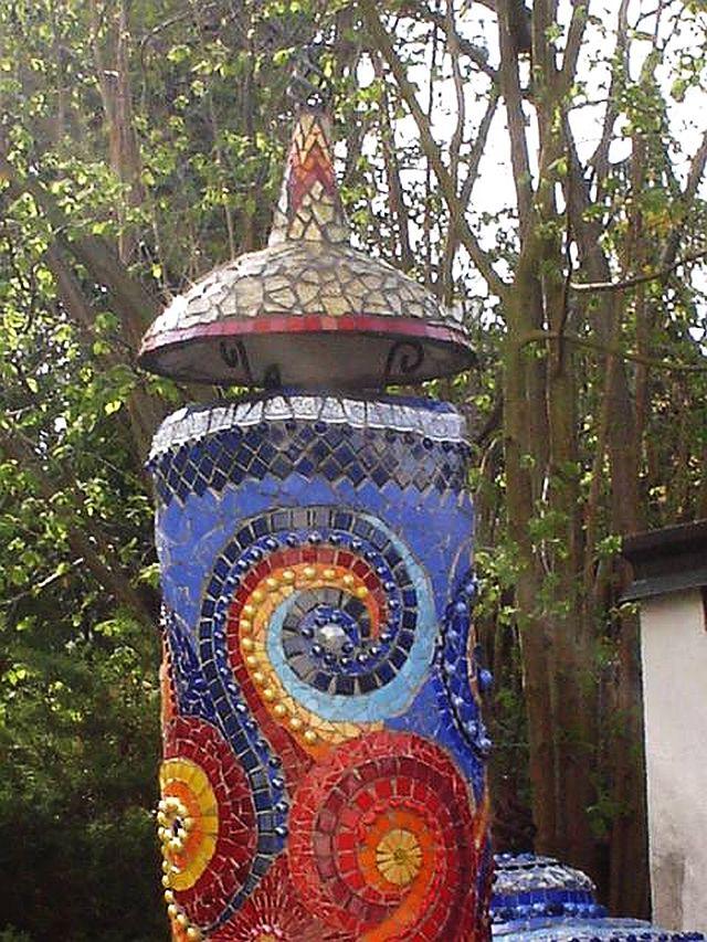 adelaparvu.com despre cuptor de paine in gradina decorat cu mozaic, artist Frances Green (2)