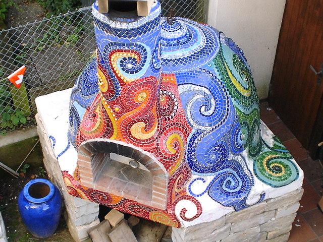 adelaparvu.com despre cuptor de paine in gradina decorat cu mozaic, artist Frances Green (7)