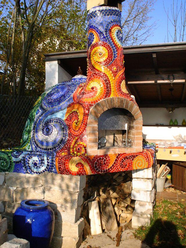 adelaparvu.com despre cuptor de paine in gradina decorat cu mozaic, artist Frances Green (9)